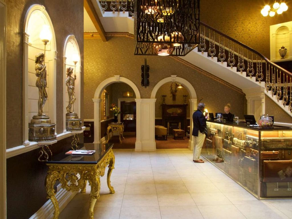 Hallmark-hotel-chester-the-queen-entrance-Accommodation-Chester_Chester.com