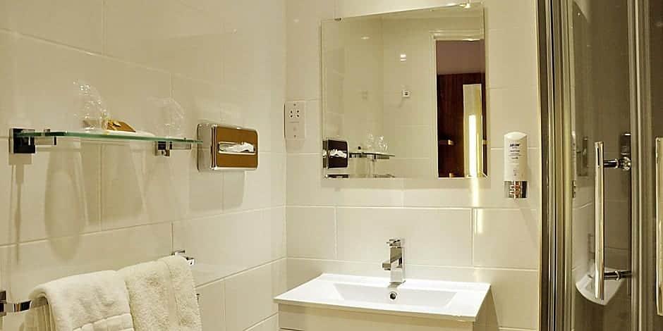 holiday inn express chester racecourse bathrooms power shower