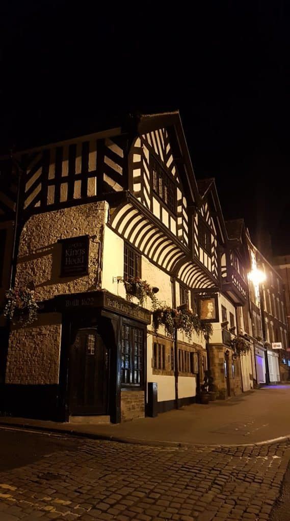 kings head chester night